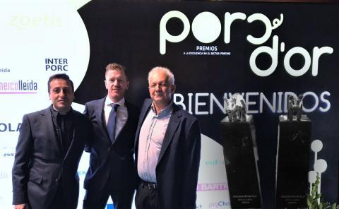 Roberto Refoyo y Jesús Fernández acompañan al socio de COBADU