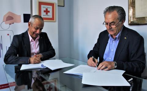 Firma entre José Manuel del Barrio (Cruz Roja) y Rafael Sánchez (COBADU)