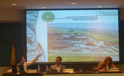 Jaime Duque, Técnico de Cobadu, durante su ponencia sobre eficiencia energética en la fábricación de piensos