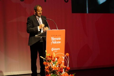 Santiago Pérez recibe el premio Vulcano a la lealtad empresarial