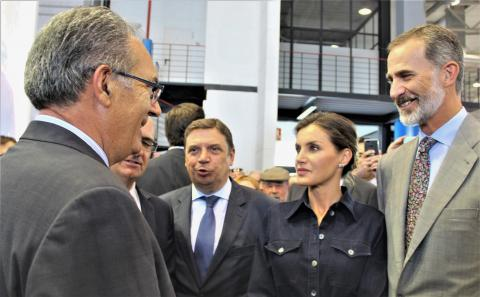 Reyes de España en el stand de COBADU con Rafael Sánchez Olea
